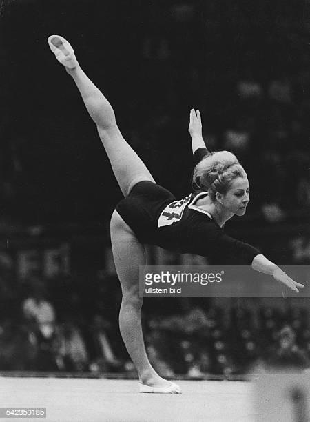 Olympiasiegerin Vera Caslavska in Aktion 1968