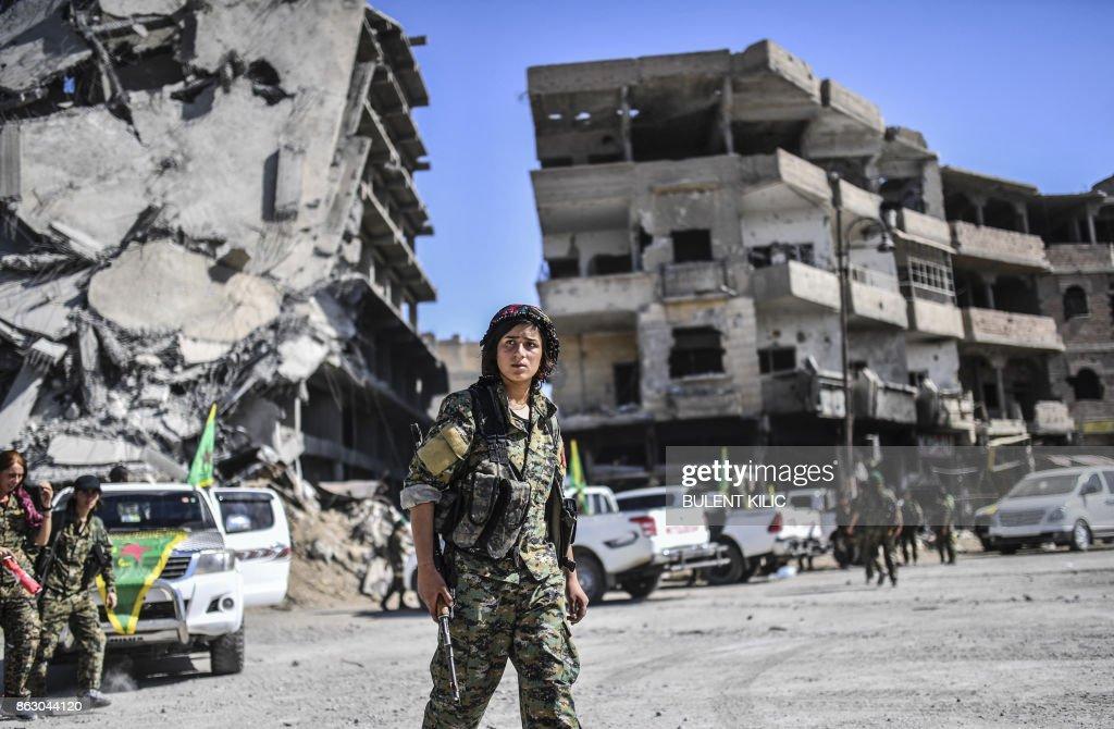 TOPSHOT-SYRIA-RAQA-CONFLICT : News Photo
