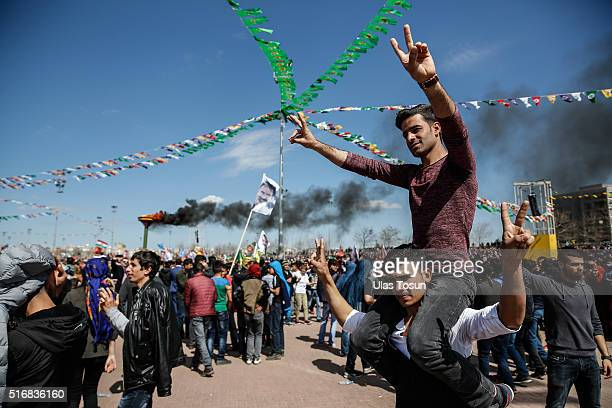 Kurdish men flash vsigns during Newroz celebrations on March 21 2015 in Diyarbakir Turkey Thousands of Kurds gather for the Newroz spring festival in...
