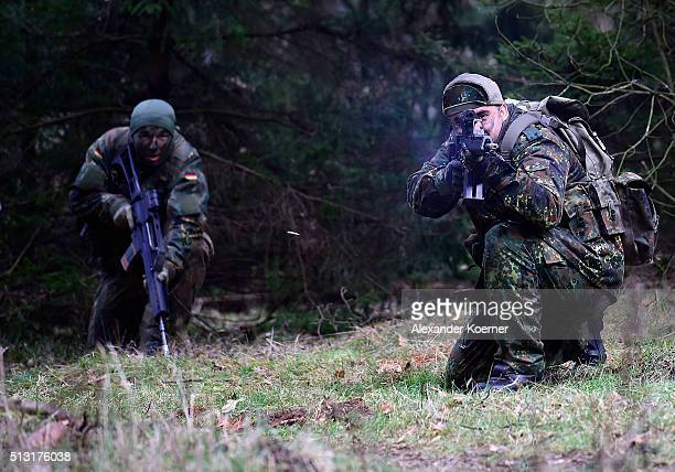 Kurdish peshmerga fighters are seen during a Bundeswehr training session on March 1 2016 in Munster Germany The Bundeswehr is supporting Kurdish...