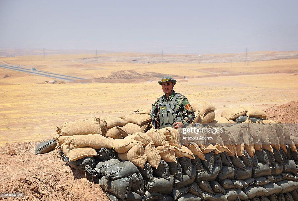 Kurdish peshmergas patrol in Hazer region : News Photo