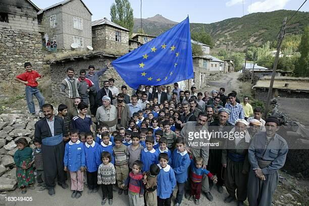 Kurdish Villages Of Turkey Le village kurde de TEKELLI situé à 1 600 km d'Istanbul à 12 km de l'Irak et à 8 de l'Iran les hommes du village posant à...