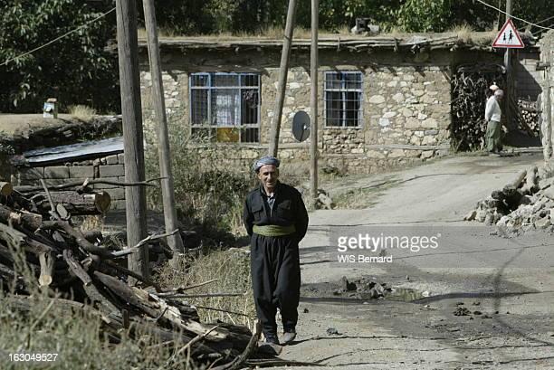 Kurdish Villages Of Turkey Le village kurde de TEKELLI situé à 1 600 km d'Istanbul à 12 km de l'Irak et à 8 de l'Iran demeures de pierre et de bois