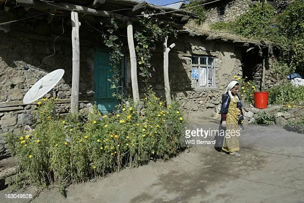 Kurdish Villages Of Turkey Le village kurde de TEKELLI situé à 1 600 km d'Istanbul à 12 km de l'Irak et à 8 de l'Iran Seul luxe les antennes...