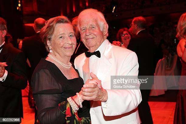 Kurt Biedenkopf and his wife Ingrid Biedenkopf dance during the Leipzig Opera Ball 'Let's dance Dutch' at alte Oper on September 10, 2016 in Leipzig,...
