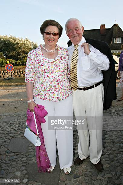Kurt Biedenkopf and wife Ingrid at The Traditional Food From Cancer Economia chief Manfred_Baumann the house Catherine on the island of Sylt 290706