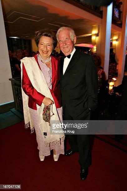 Kurt Biedenkopf Und Ehefrau Ingrid Bei Der Zehnten Verleihung Des Medienpreis Die Goldene Henne Im Friedrichstadtpalast In Berlin Am 220904