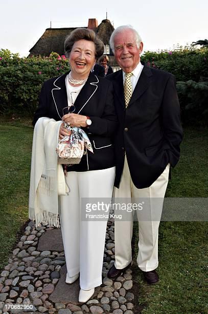 Kurt Biedenkopf Und Ehefrau Ingrid Beim Traditionellen Krebsessen Von Werber M. Baumann Auf Sylt Am 310704