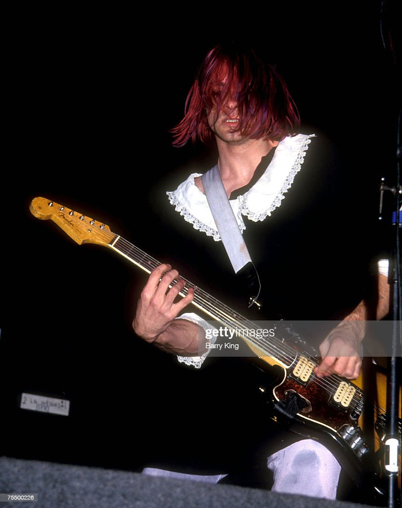 Kurt Cobain of Nirvana In Concert in 1991 : News Photo
