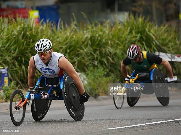 Kurt Fearnley leads competitors up William Street during the 2014 City to Surf on August 10 2014 in Sydney Australia