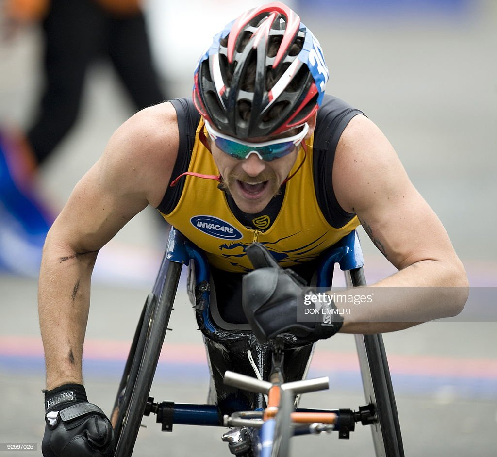 Kurt Fearnley of Australia gives a thumbs up as he crosses the finish line to win the wheelchair division of the New York City Marathon November 1, 2009 in New York.