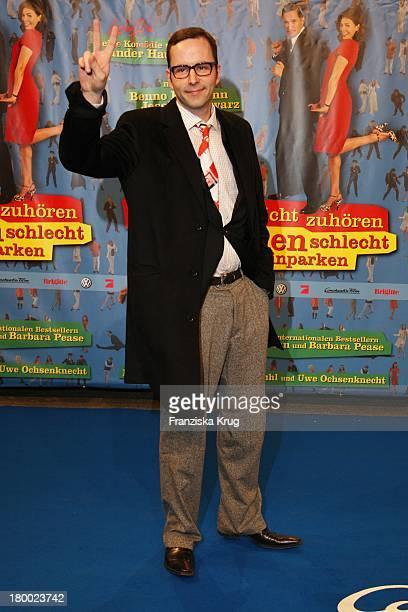 """Kurt Krömer Bei Der Premiere Von """"Warum Männer Nicht Zuhören Und Frauen Schlecht Einparken Können"""" Im Cinemaxx In Berlin ."""