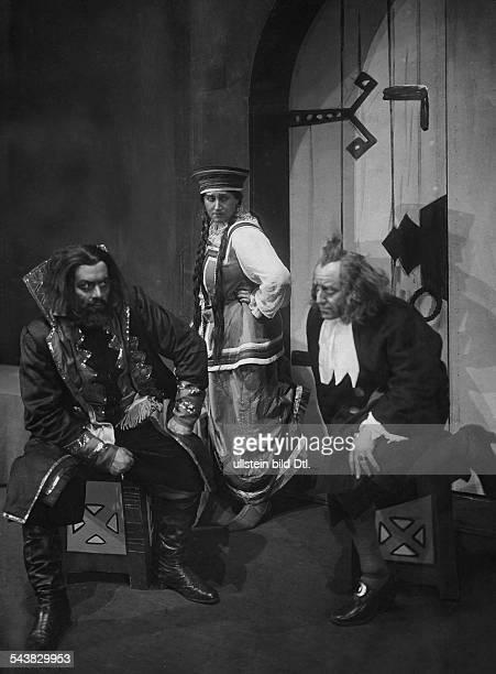 Kurt Melanie Soprano singer Austria*08011880with Wilhelm Guttmann and Kurt Widmann during a miseenscene Photographer Zander Labisch Published by...