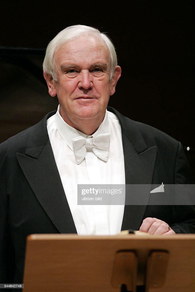 Kurt Moll; Opernsaenger, Bass; D Portraet, in der Koelner Philharmonie
