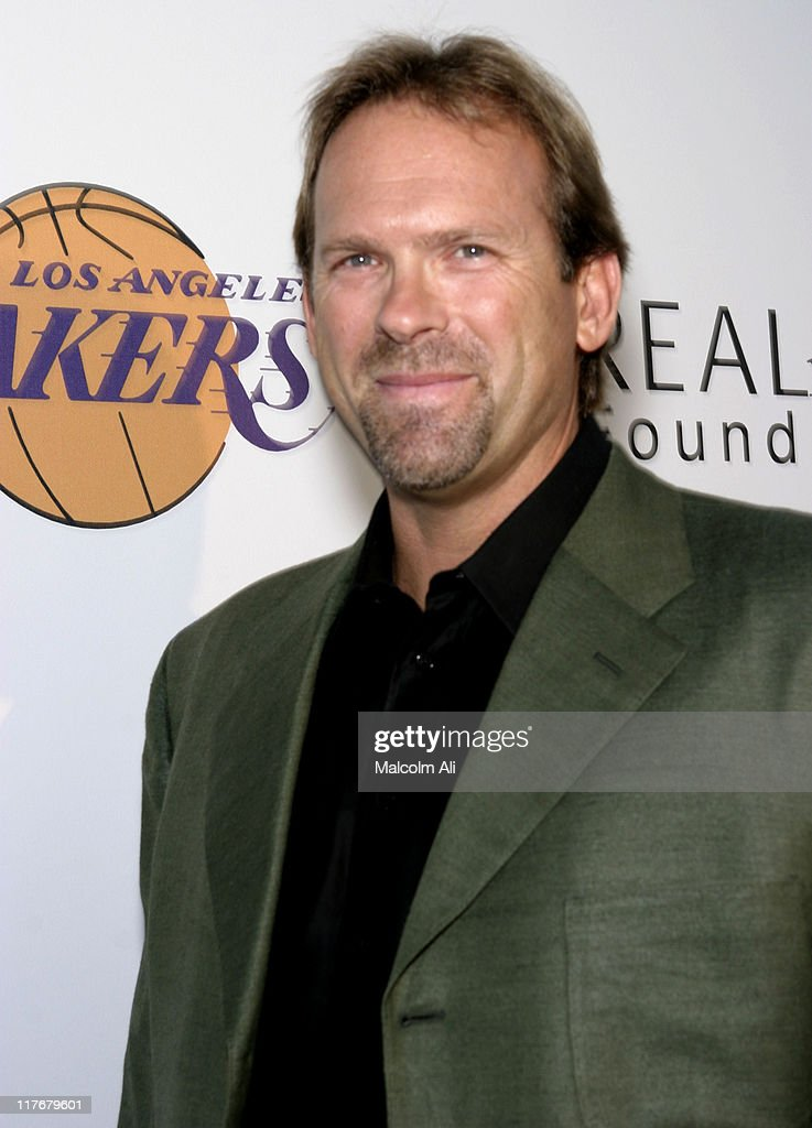 Shaquille O'Neal Hosts Pre-Season Party to Benefit the Lakers Youth Foundation : News Photo