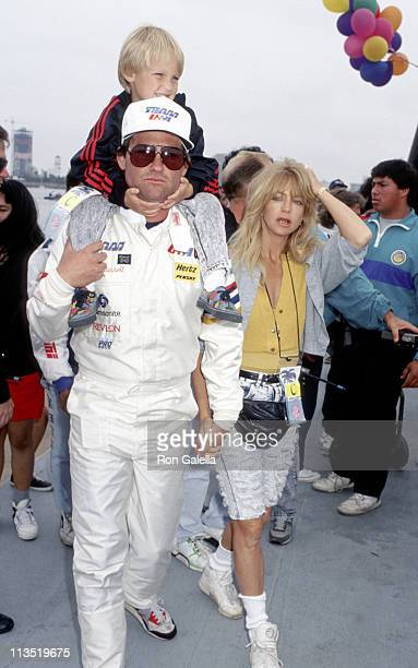 Kurt Russell Goldie Hawn and children during 1990 Long Beach OPT Race in Long Beach California United States