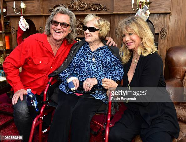 Kurt Russell, Louise Julia Russell, and Goldie Hawn arrive