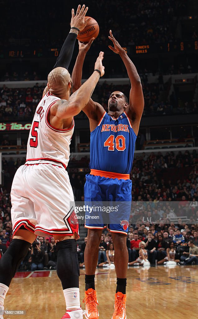 Kurt Thomas #40 of the New York Knicks shoots against Carlos Boozer #5 of the Chicago Bulls on December 8, 2012 at the United Center in Chicago, Illinois.