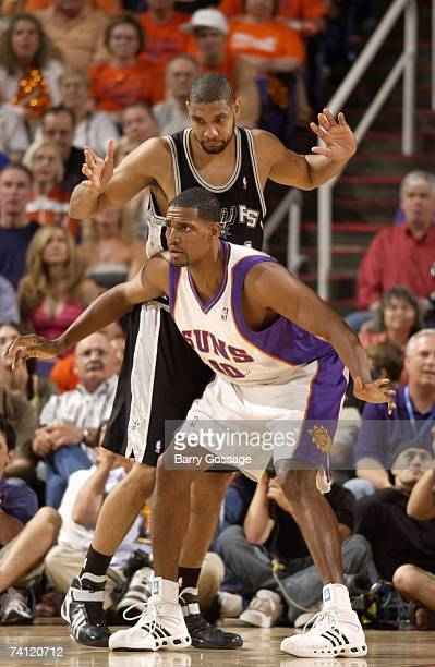 Kurt Thomas of the Phoenix Suns guards Tim Duncan of the San Antonio Spurs in Game One of the Western Conference Semifinals during the 2007 NBA...