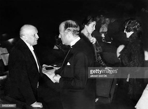 Kurt von Schleicher 18821934 Officer Politician GermanyChancellor of the Reich von Schleicher under discussion with french ambassador Andre...