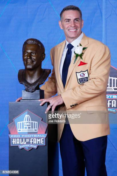 Kurt Warner poses his bust during the Pro Football Hall of Fame Enshrinement Ceremony at Tom Benson Hall of Fame Stadium on August 5 2017 in Canton...