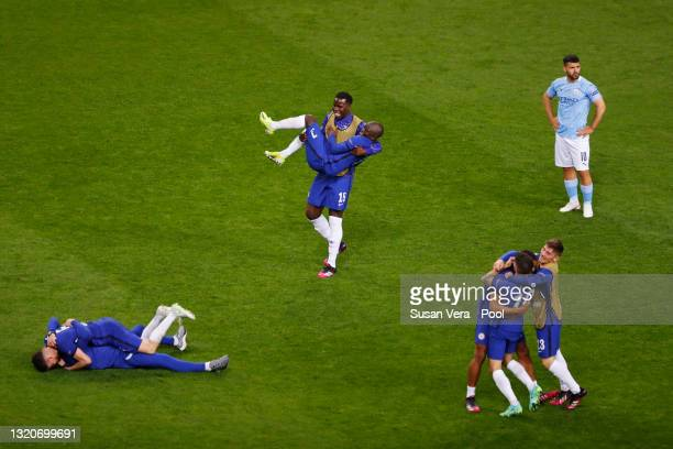 Kurt Zouma, Ngolo Kante and teammates of Chelsea celebrate victory as Sergio Aguero of Manchester City looks dejected following the UEFA Champions...