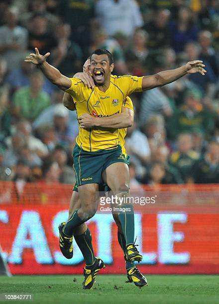 Kurtley Beale of Australia celebrates his winning penelty kick with Quade Cooper during the 2010 TriNations match between the South African...
