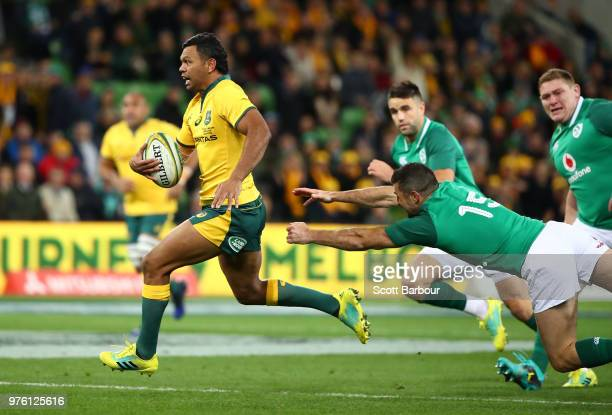 Kurtley Beale of the Wallabies breaks through to score the first try during the International test match between the Australian Wallabies and Ireland...