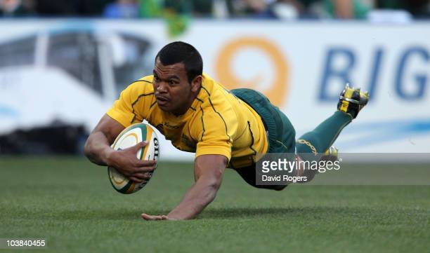Kurtley Beale of the Wallabies dives over to score the first try during the 2010 TriNations match between the South African Springboks and the...