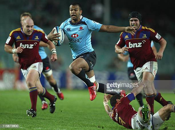 Kurtley Beale of the Waratahs makes a break during the round 17 Super Rugby match between the Waratahs and the Highlanders at the Sydney Football...