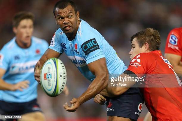 Kurtley Beale of the Waratahs passes the ball during the round seven Super Rugby match between the Waratahs and the Sunwolves at McDonald Jones...
