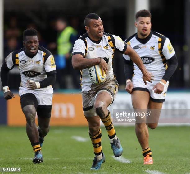 Kurtley Beale of Wasps breaks with the ball during the Aviva Premiership match between Bath and Wasps at the Recreation Ground on March 4 2017 in...