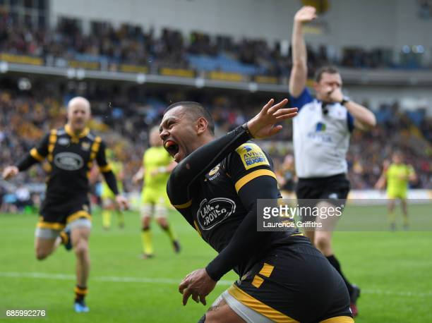 Kurtley Beale of Wasps dcelebrates scoring the opening try during the Aviva Premiership match between Wasps and Leicester Tigers at The Ricoh Arena...