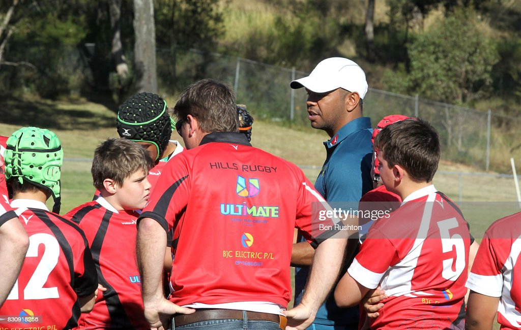 Kurtley Beale with junior teams during an Australian Wallabies fan day on August 13, 2017 in Penrith, Australia.
