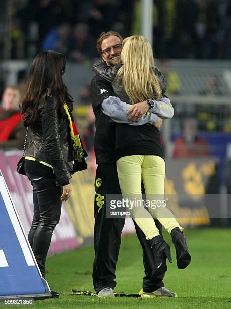 Kuss für den Meistertrainer Trainer Jürgen Juergen Klopp Borussia Dortmund mit seiner Frau ulla und Jola die Frau von BVB Manager Michael Zorc...