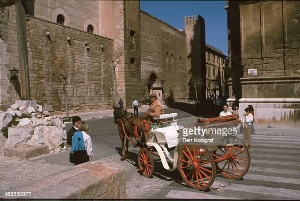 CONTENT] Kutsche vor der Kathedrale in Palma de Mallorca