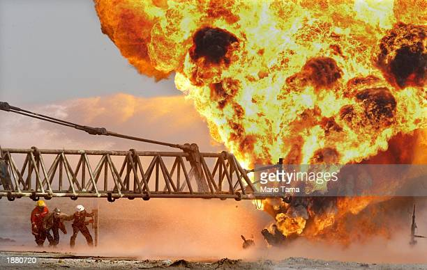 405 Burning Oil Fields Photos and Premium High Res Pictures - Getty Images