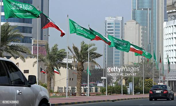 Kuwaiti and Saudi flags decorate a street in Kuwait City on December 7 ahead of the Saudi King's visit to Kuwait / AFP / Yasser AlZayyat