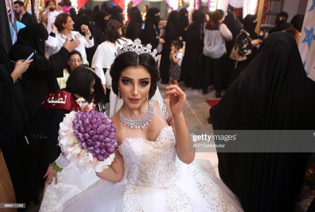 Kuwaiti Women Watch As A Model Displays Wedding Dresake Up During Beauty