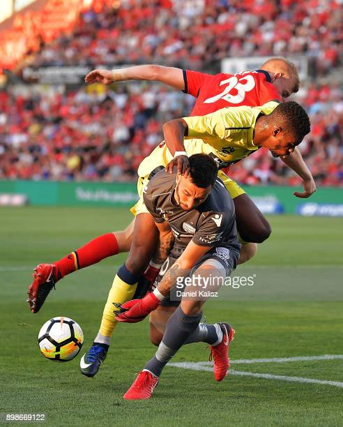 Kwabena AppiahKubi of the Mariners and Jordan Elsey of United collide with United goalkeeper Paul Izzo during the round 12 ALeague match between...
