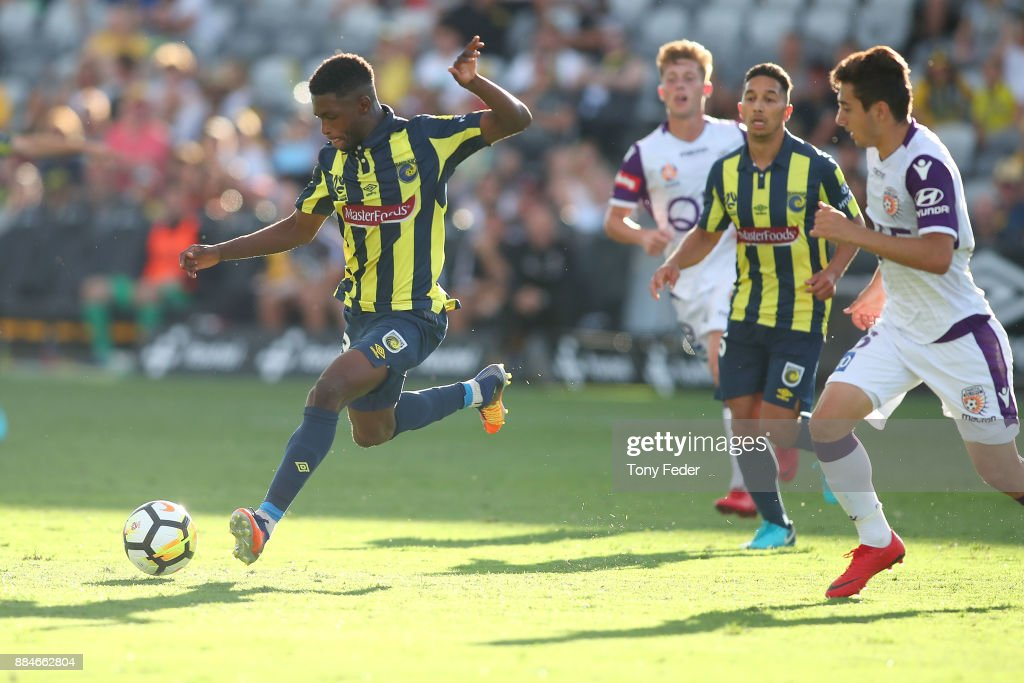 Kwabena Appiah-Kubi of the Mariners controls the ball during the round nine A-League match between the Central Coast Mariners and Perth Glory at Central Coast Stadium on December 3, 2017 in Gosford, Australia.