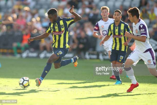 Kwabena Appiah-Kubi of the Mariners controls the ball during the round nine A-League match between the Central Coast Mariners and Perth Glory at...