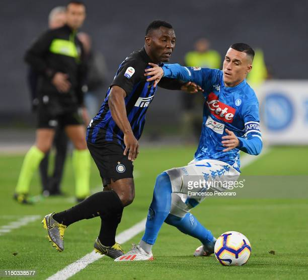 Kwadwo Asamoah of FC Internazionale vies with Jose Callejon of SSC Napoliduring the Serie A match between SSC Napoli and FC Internazionale at Stadio...