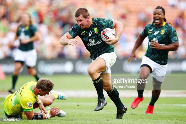 Kwagga Smith of South Africa makes a break against Australia during the 2018 New Zealand Sevens at FMG Stadium on February 4 2018 in Hamilton New...