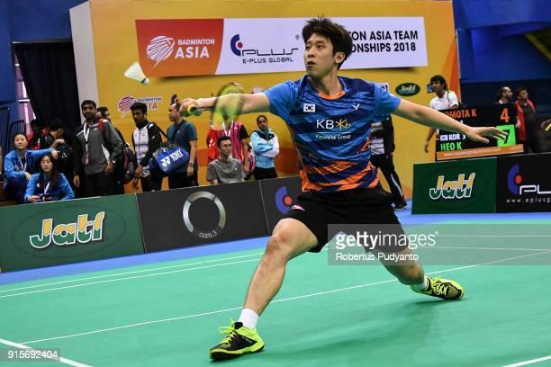 Kwang Hee Heo of Korea competes against Kento Momota of Japan during the EPlus Badminton Asia Team Championships 2018 at Sultan Abdul Halim Stadium...