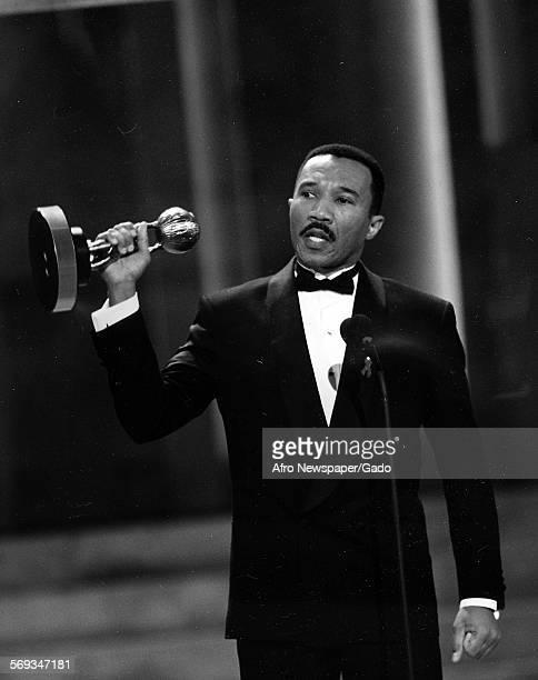 Kweisi Mfume on stage receiving an award 1990