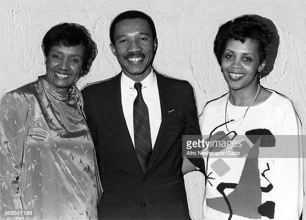 Kweisi Mfume standing with two women 1987