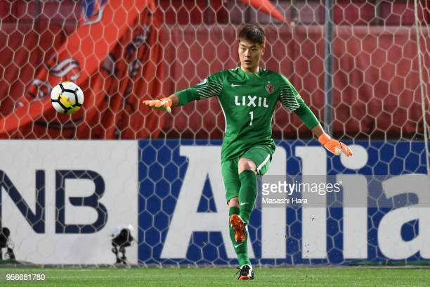 Kwoun Suntae of Kashima Antlers in action during the AFC Champions League Round of 16 first leg match between Kashima Antlers and Shanghai SIPG at...