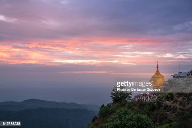 kyaiktiyo pagoda (golden rock) at dusk, mon state, myanmar - buddha state stock pictures, royalty-free photos & images
