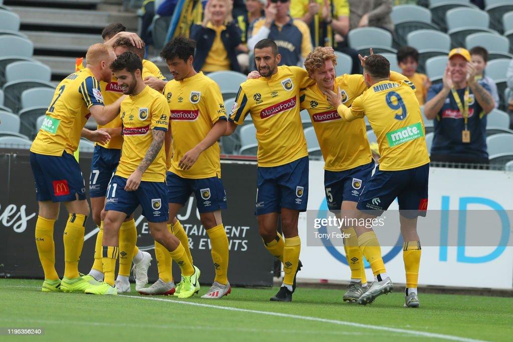 A-League Rd 11 - Central Coast v Adelaide : News Photo